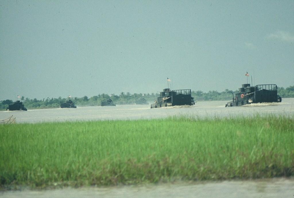Patrol Air Cushion Vehicle (PACV) et Patrol Boat River (PBR) 55%20MRB%20My%20Tho%20Operation%20underway%205