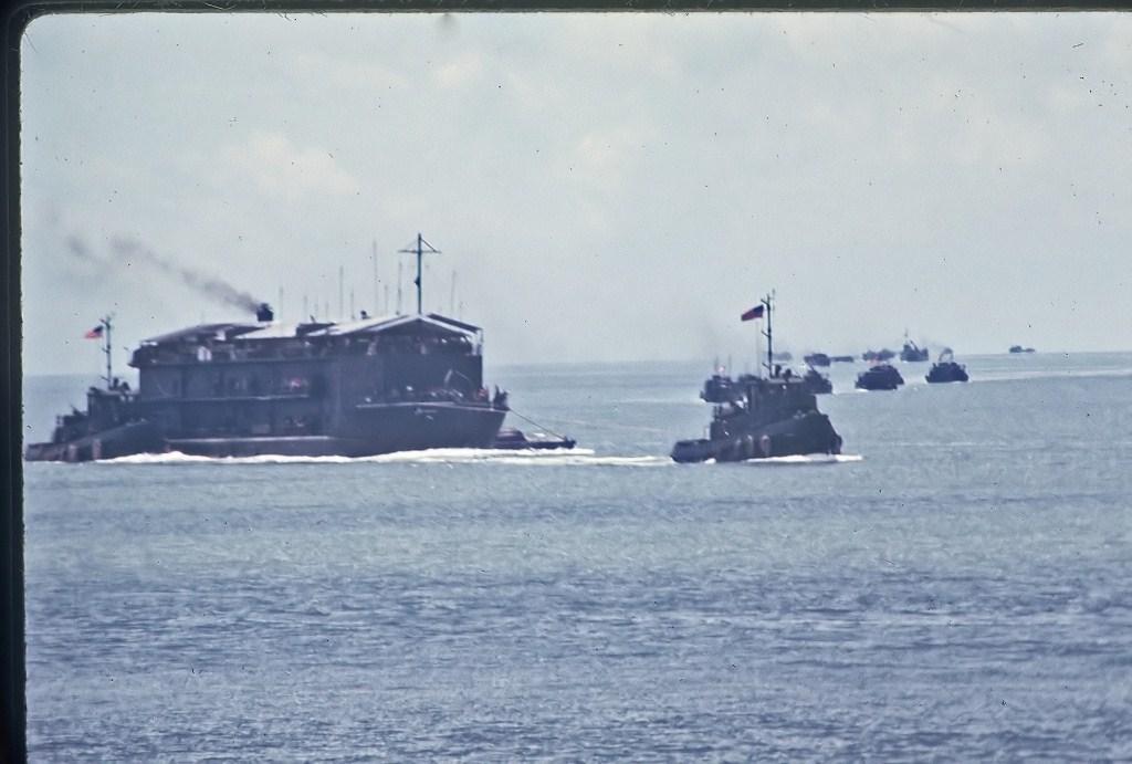 Patrol Air Cushion Vehicle (PACV) et Patrol Boat River (PBR) A6CXX_filtered