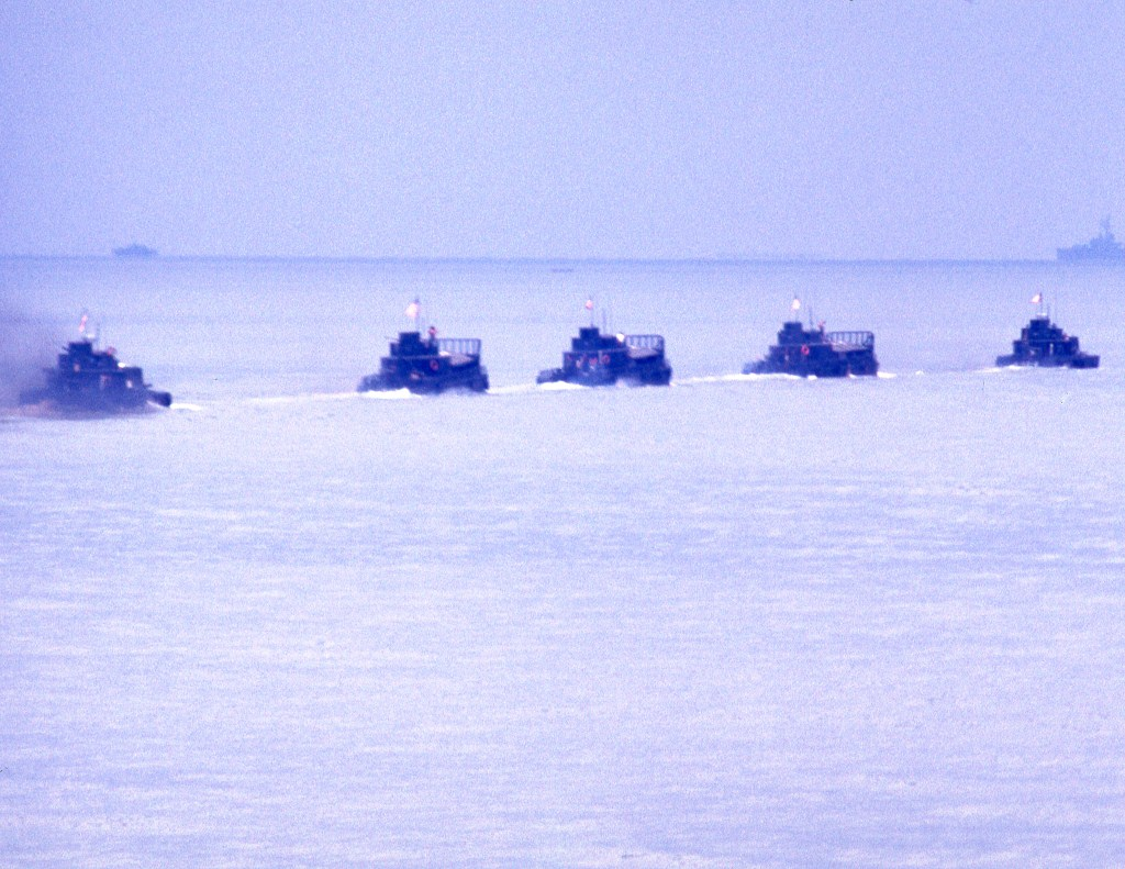 Patrol Air Cushion Vehicle (PACV) et Patrol Boat River (PBR) A5