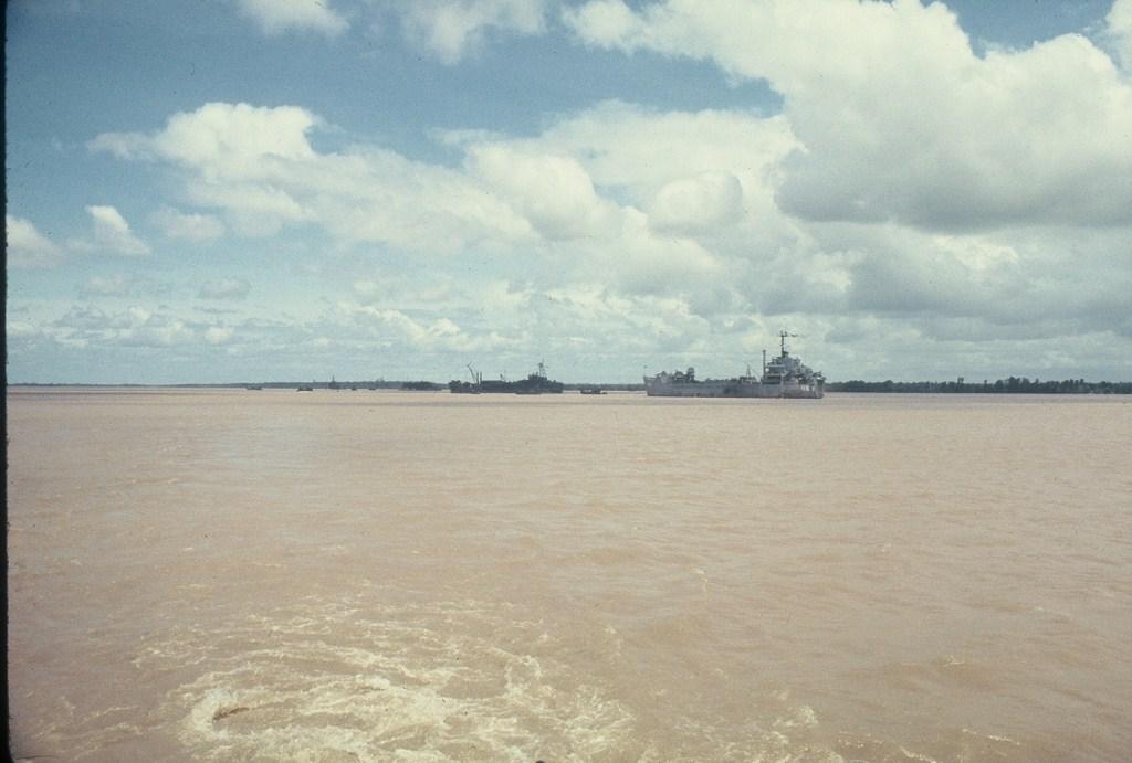 Patrol Air Cushion Vehicle (PACV) et Patrol Boat River (PBR) B16x