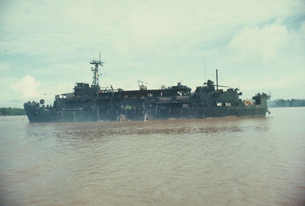 Patrol Air Cushion Vehicle (PACV) et Patrol Boat River (PBR) B4x