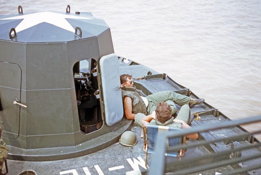 Patrol Air Cushion Vehicle (PACV) et Patrol Boat River (PBR) E12cx