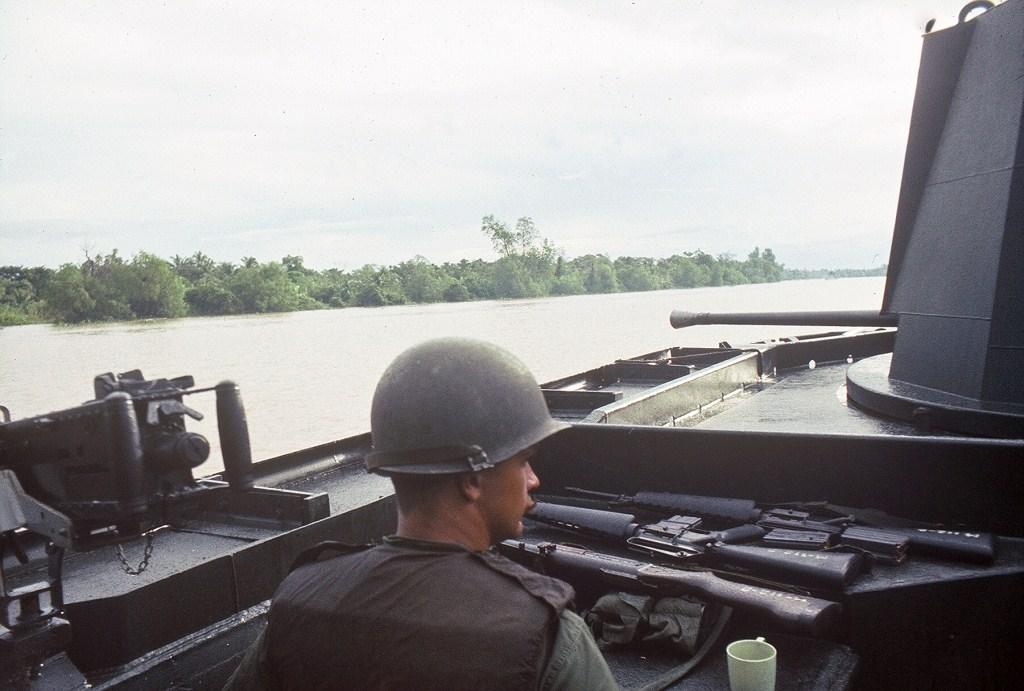 Patrol Air Cushion Vehicle (PACV) et Patrol Boat River (PBR) G21cx