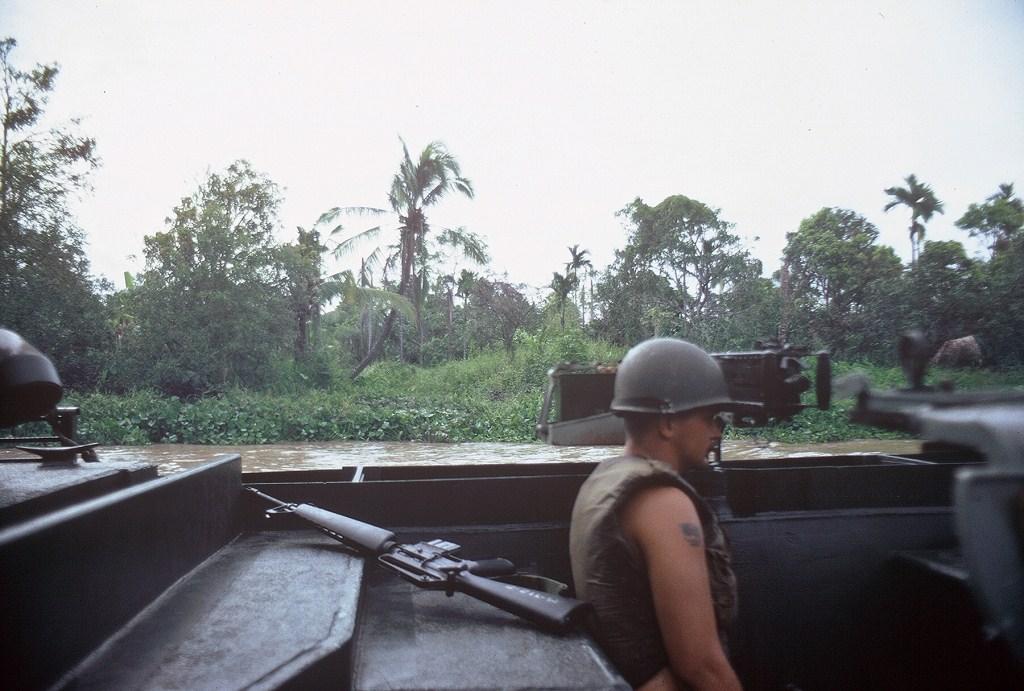 Patrol Air Cushion Vehicle (PACV) et Patrol Boat River (PBR) G25cx